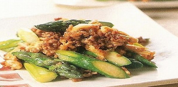 Fried Ground Pork with Asparagus ひき肉とアスパラの炒め物