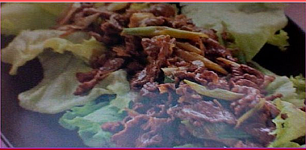Lettuce with Stir Fried Beef レタスの牛肉炒めのせ